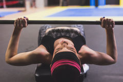 Beautiful girl doing workout in the gym Royalty Free Stock Photos
