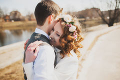 Beautiful girl embraces guy Royalty Free Stock Images