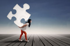 Beautiful girl lifting puzzle Royalty Free Stock Photos