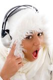 beautiful girl listening music surprised to Στοκ φωτογραφίες με δικαίωμα ελεύθερης χρήσης