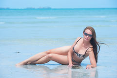 Beautiful girl poses on the beach Royalty Free Stock Photos