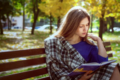 Beautiful girl reading a book Royalty Free Stock Photography