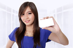 Beautiful girl showing business card Royalty Free Stock Image