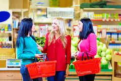 Beautiful girls shopping in grocery supermarket Royalty Free Stock Images
