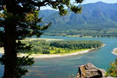 COLUMBIA RIVER GORGE. A beautiful, island view while hiking along the Columbia river gorge Royalty Free Stock Photography