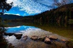 Beautiful Lac de Longemer在洛林 免版税库存图片