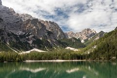 Beautiful Lago di Braies 图库摄影