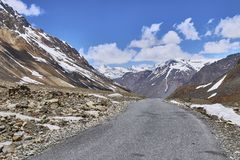 Beautiful landscape with snow capped Himalaya mountains with Manali Leh Highway in India stock images