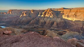 Free Beautiful Landscapes Of The Grand Canyon, An Amazing View Of The Red-orange Rocks, Which Are Millions Of Years Old. USA Royalty Free Stock Image - 215733996