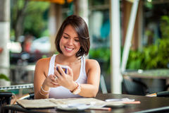 Beautiful latin girl texting Royalty Free Stock Images