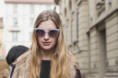 Beautiful model outside Gucci fashion show building for Milan Wo Stock Images