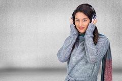 Beautiful model wearing winter clothes listening to music Royalty Free Stock Photos