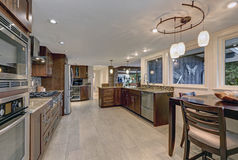 Beautiful modernized epicurean kitchen. With natural brown cabinets, granite countertops and mosaic backsplash. Northwest, USA Royalty Free Stock Photos