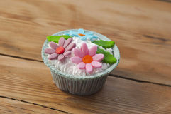 Beautiful muffins decorated with spring flower Royalty Free Stock Photography