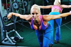 Beautiful muscular woman exercising in a gym Royalty Free Stock Photo
