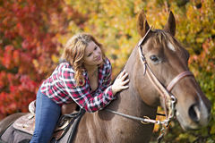 Beautiful and natural adult woman outdoors with horse Royalty Free Stock Photos