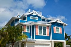 Free Beautiful New Blue And Coral Beach House Royalty Free Stock Photos - 155667508