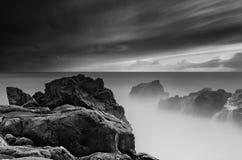 Black and white seashore scene Royalty Free Stock Photos