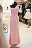 Beautiful pink gown on mannequin Royalty Free Stock Photos
