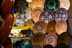 Beautiful plates. Colourful artisanal plates in a shop in marrakech Royalty Free Stock Photos