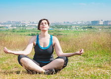 Beautiful plus size woman doing yoga Royalty Free Stock Images