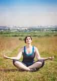 Beautiful plus size woman doing yoga outdoor Royalty Free Stock Photos