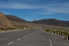 Beautiful road between mountains Royalty Free Stock Photos