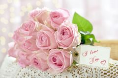 Romantic pink roses bouquet in shabby chic style Royalty Free Stock Photos