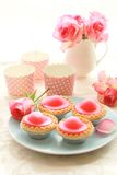 Beautiful roses and fresh pink cakes Royalty Free Stock Photography