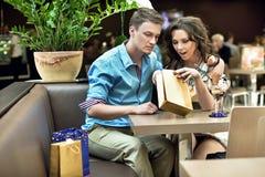 Beautiful shopping couple Royalty Free Stock Photos