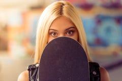 Beautiful skateboarding girl Royalty Free Stock Images