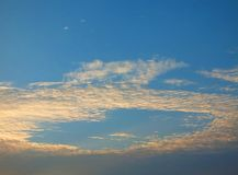 Beautiful sky in the evening, floating clouds, cool white When the sun is going to hide the horizon. Beautiful natural skies, floating clouds In the morning royalty free stock photos