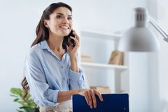 Beautiful smart businesswoman having a phone conversation Royalty Free Stock Photography