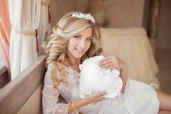 Beautiful smiling Bride Portrait wedding makeup, wedding hairsty Stock Photography