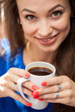 Beautiful smiling woman drinking a cup of coffee Royalty Free Stock Photography