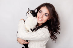 Beautiful smiling woman kitten arms, studio picture, close-up Royalty Free Stock Photos