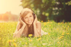 Beautiful smiling woman Woman listening to music on headphones o Royalty Free Stock Photography