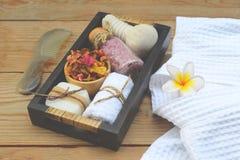 Beautiful spa σύνθεση με το μπουρνούζι και τα εξαρτήματα στοκ εικόνες