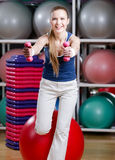 Beautiful sportswoman working out with dumbbells Royalty Free Stock Photos
