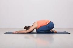 Beautiful sporty fit yogi girl practices yoga Stock Photography