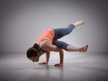 Beautiful sporty fit yogi girl practices yoga Stock Photography