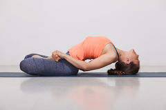 Beautiful sporty fit yogi girl practices yoga Royalty Free Stock Photography