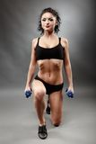 Beautiful sporty woman lifting dumbbells Royalty Free Stock Photography