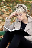 Beautiful student reading in park Royalty Free Stock Photos