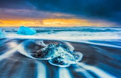 Sunrise at diamond beach, near jokulsarlon lagoon, Iceland stock photography