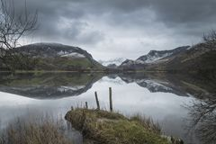 Beautiful Winter landscape image of Llyn Nantlle in Snowdonia Na Royalty Free Stock Photos