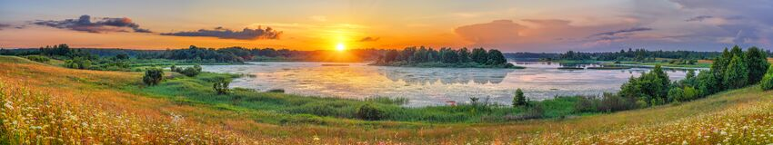 Free Beautiful Sunset On A Lake In Countryside Stock Images - 213297254