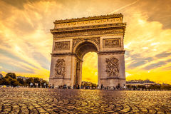 Beautiful sunset over Arc de Triomphe, Paris Royalty Free Stock Photos