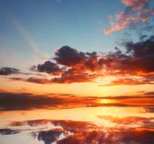 Beautiful sunset over the ocean with dramatic autumn sky Royalty Free Stock Photos