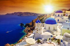 Free Beautiful Sunset Over Oia Town On Santorini Island, Greece Royalty Free Stock Image - 176365476